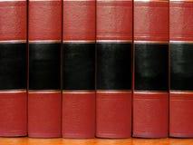 Libros rojos en estante Imagenes de archivo