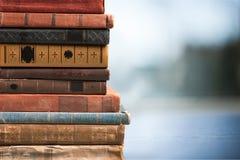 Libros viejos apilados Fotografía de archivo