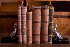 Libros viejos con las ayudas Fotografía de archivo