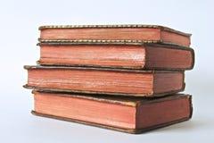 Libros viejos con las paginaciones rojas imagenes de archivo