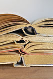 Libros viejos en tono del vintage imagen de archivo libre de regalías