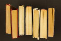 Libros viejos multicolores fotografía de archivo
