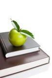 Libros y Apple Fotografía de archivo libre de regalías