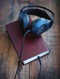 Libros y auriculares Fotografía de archivo