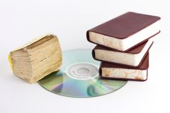 Libros y CD Imágenes de archivo libres de regalías