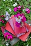 Libros y flores Foto de archivo