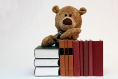 Libros y oso de peluche Imagen de archivo libre de regalías