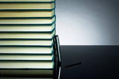 Libros y PDA Imagen de archivo libre de regalías