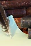 Libros y pluma Foto de archivo libre de regalías