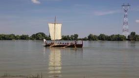 Liburna, roman oorlogsschip op de rivier van Donau stock footage