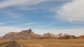 libya för akakusökenhuvudväg berg sahara Arkivbilder