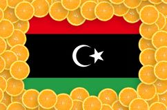 Libyen flagga i ny citrusfruktskivaram royaltyfri foto