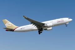 Libysk flygbuss A330-202 för flygbolag 5A-LAR royaltyfria bilder