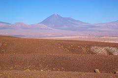 Licancabur dans le désert d'Atacama, Chili Images stock
