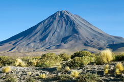 Licancabur i den Atacama öknen, Chile Royaltyfria Bilder