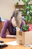 Licenziamento sul lavoro, ribaltamento degli impiegati di donna Fotografia Stock