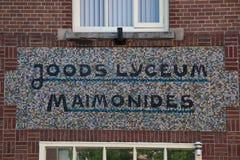 Liceo judío Maimonides de la designación en la fachada Fotos de archivo libres de regalías