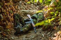 Lichaam van dode militair Stock Afbeeldingen