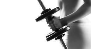 Lichaam van sportieve die meisje opleiding met domoren op wit worden geïsoleerd Sport, gezondheids en fitness concept Stock Fotografie