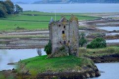 Lichen Covered Ruins av slottstalkeren arkivbild