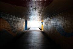 Licht aan het eind van de onderdoorgang of de tunnel - het symbool van dichtbij Royalty-vrije Stock Foto