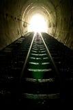 Licht aan het eind van treintunnel Stock Afbeelding
