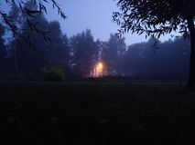 Licht in de mist, mystiek landschap Royalty-vrije Stock Afbeelding