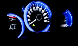 Licht der Geschwindigkeitsmeterzusammenfassung, Hintergrund, Unschärfe Stockfoto