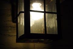 Licht in der weichen Lampe der Dunkelheit Stockbild
