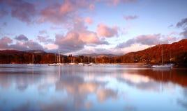 Licht des frühen Morgens auf Windermere Lizenzfreie Stockfotos