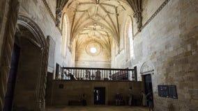 Licht durch die großen Fenster des oberen Chores des Klosters stockfotografie