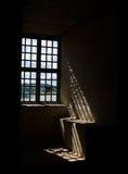 Licht durch ein Fenster in den Stegeborg-Schlossruinen Stockfotos