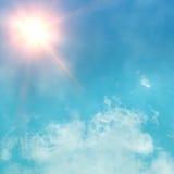 Licht eines Scheinwerfers strahlt durch einen Rauch Stockfotografie