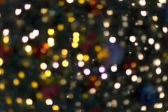 Licht eines Weihnachtsbaum-Hintergrundes stockfotos