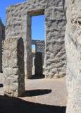 Licht en het spel van de Schaduw amid concrete monolieten royalty-vrije stock afbeelding