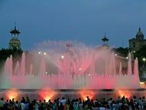 Licht en muziekprestaties bij de Magische fontein van montjuic Stock Foto