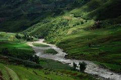 Licht en schaduw in de bergen van Vietnam Royalty-vrije Stock Foto's