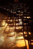 Licht en schaduw in kerk Stock Foto