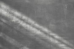 Licht en schaduw op de achtergrond van de cementmuur Stock Fotografie
