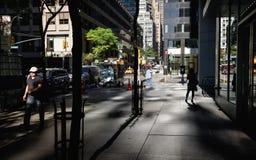 Licht en schaduwen op het Ave van Lexington in NYC Stock Foto's