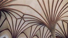 Licht Gotisch plafond in het kasteel Malbork in Polen stock video