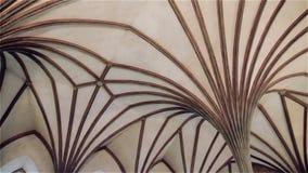 Licht Gotisch plafond in het kasteel Malbork in Polen stock footage