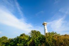 Licht huis met hemel bij Lanta-eiland Royalty-vrije Stock Afbeelding