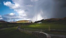 Licht im Sturm in der Abflussrinne von Bowland Stockfoto
