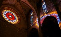 Licht komend trog geschilderd glas stock foto