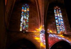 Licht komend trog geschilderd glas stock fotografie