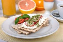 Licht ontbijt met knäckebrood Stock Foto