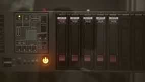 Licht op de lopende server stock video