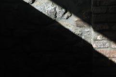 Licht op een muur 2 stock afbeelding