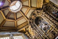 Licht over kerk Stock Afbeelding